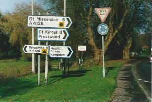 FC431-02 Road signs at Valley Road Nov 2004