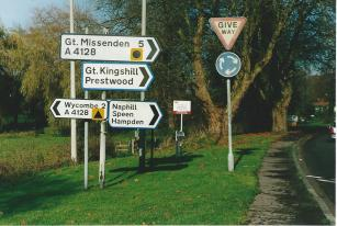 FC431-02 Road signs at Valley Road Nov 2004