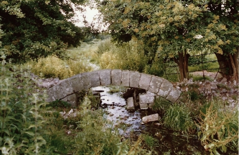 FC64-18 Stream stone arch N of Church Farm July 1993