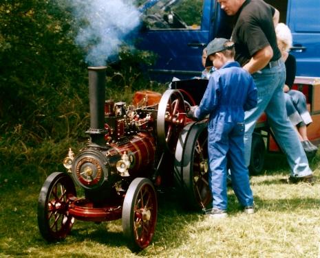 Mini Tractouion engine ride 04