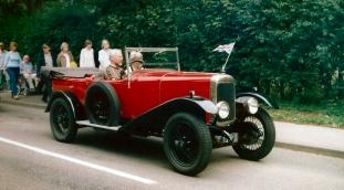 Red opentop car 04